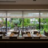 季節の風が気持ちいい時はテラス席もお使いいただけます◎緑あふれるガーデン席で、美味しい料理とお酒に舌鼓…
