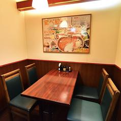 テーブル連結で1列に12ー15名様が一同に会してご宴会して頂けます。小中規模向けの宴会をお客様に合わせてカスタマイズできますので、お気軽にご相談下さいませ。
