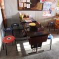 6名様のテーブル席です。※こちらはテーブル型の古いゲーム機です。※椅子を増やすこともできますので、お客様の人数に合わせて、お席をご用意します。