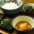料理メニュー写真広島サーモンと白トリフ香るTKG(宇和島玉子かけご飯)