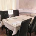 店内テーブル席は落ち着いた雰囲気で好評。 家族食事会や女子会などゆったりとした時間をお過ごしください。