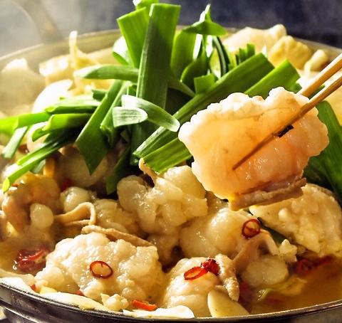 絶品のモツ鍋は一食の価値あり!特製辛味噌のモツ鍋は1人前1680円!