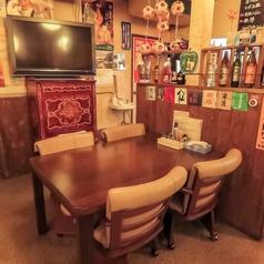 ゆとりのあるテーブル席。ご家族でのお食事や、小人数での飲み会に最適です!人数に応じてレイアウト変更も可能です。お仕事帰りに、会社の仲間とちょっと一杯!という時などにオススメのテーブル席です。