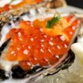 料理メニュー写真生牡蠣のいくらと雲丹のせ