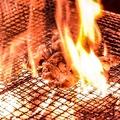 料理メニュー写真豪快!鳥モモ肉の炭火焼き