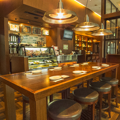 【おひとり様からOK】おひとり様ならカウンター席がおすすめ。カフェはもちろん、仕事帰りのサク飲みもお気軽にどうぞ。