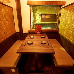 広々使えるテーブル席。