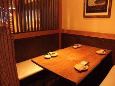 横並びのテーブル席。8名個室としても◎