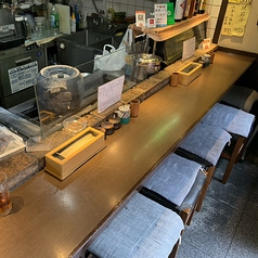 カウンター席は10名様分までご用意しております。落ち着いた雰囲気の大人の隠れ家の様な店内なので、様々なシチュエーションでご利用くださいませ。お一人様/デート/会社飲み/地元飲み/女子会