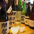 【全国各地の銘酒「50種以上」常備】冬~春にかけては蔵元自慢の「しぼりたて」、夏にはライトに楽しめるスッキリ爽やかな「夏酒」、秋には日本酒ファン待望の「ひやおろし」、秋~冬にかけては身も心も温まる「燗酒」と、炙りやでは食材のみならずこだわりの多彩な日本酒でも旬を感じて頂けます。