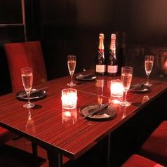 上質な大人空間でお客様をおもてなしいたします♪光と陰が織りなす幻想的なお席となっております♪※写真はイメージ