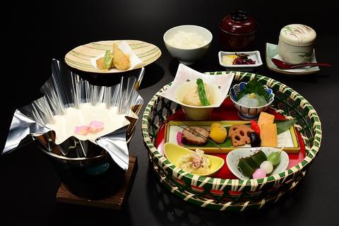 季節のお刺身はもちろん、こだわりのゆば・豆富料理と国産うなぎ他、地場の食材多数!