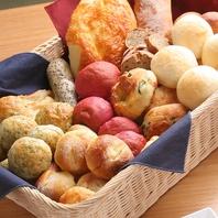 ランチは自家製焼き立てパン食べ放題★