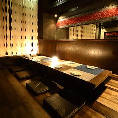 ◆数々の飲食店を手掛けたデザイナーによるおしゃれな空間★個室は掘りごたつ席なので、足元楽々でおくつろぎ頂けます。女子会や合コン、接待やご家族様でのご利用など様々なシーンでご利用下さい。お得な飲み放題付のコースメニューを多数ご用意してお待ちしております。