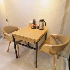 2名テーブル席は2卓のご用意がございます。