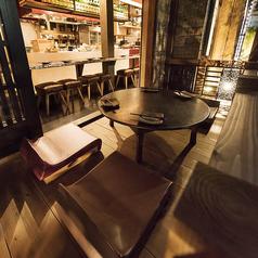 【隠れ家的なテーブル席】ご友人・同僚の方とごゆっくりお寛ぎ頂けます