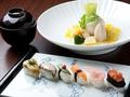 料理メニュー写真鮮魚と野菜の握り寿し(12かん)
