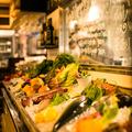 料理メニュー写真素材マーケットに並べられた本日の新鮮鮮魚は刺し・焼き物・煮付けどれにしても最高!