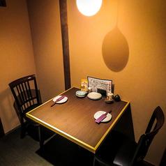 2名様でもゆっくりおくつろぎ頂けるテーブル席をご用意しております!デートにもピッタリです!