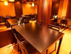 お座敷のテーブル席は、ご年配の方でもゆったり座ることができます。