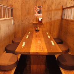 4~6名で利用できる個室風のテーブル席はプライベート感たっぷり♪