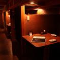 オシャレな間接照明がかもし出す、隠れ家的空間が特徴。店内でまったりくつろいで…。