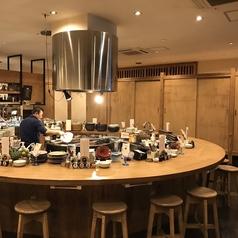 オープンキッチン!ライブ感のあるカウンター席!臨場感満載のカウンターのお席。料理人の手捌きと居心地の良い空間で素敵なひとときを♪