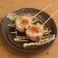 野菜以外、豚バラ以外でも巻いちゃえばうまいかも。創ってみたらその通りでした!!半熟卵のベーコン巻き串・海老豚バラ巻き串・丸チョウゴボウ串は本当に本当にオススメです♪焼き鳥は説明不要!美味い串をご堪能ください♪