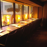 窓際カウンター席新宿のビルの明かりを眺められるお席。テーブル席とはまた一味違います