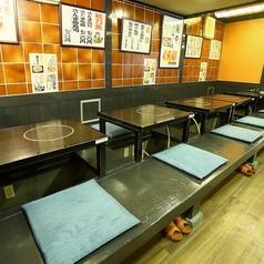 1階奥にある掘り座席。2名様席×5卓。6名様席×3卓。広々として、宴会や友人とのお食事会にはピッタリです。