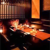 落ち着いた雰囲気の漂う大人の個室空間は、お仕事帰りの飲み会や女子会、誕生日や接待などにもおすすめです!広々とお寛ぎ頂ける快適空間でごゆっくりお食事とお酒をお楽しみください。※系列店舗との併設店舗となります