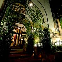 緑のアーチがお出迎え。恵比寿の隠れ家レストラン