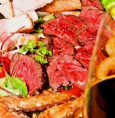 料理メニュー写真牛さがりのレアステーキ たっぷり野菜ソース