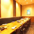 レイアウト可能なテーブル席もございます。お客様の人数に合わせてお席までご案内いたします♪