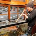 鮮度にこだわり、一番おいしい状態でご提供を!店内に水槽を設置しているので、いつでも新鮮な魚介をご堪能いただけます♪当店では高品質な旬の魚や貝などを厳選して仕入れている為、お刺身でも浜焼きでもお楽しみいただけます◎