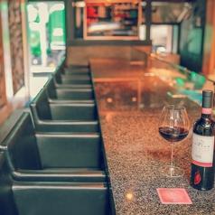 1Fはカウンター席、2Fは個室とテーブル席で用途によって使い分けられます。