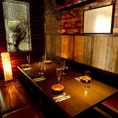 間接照明の温もりを基調とした個室がゆったりとリラックスできる空間を提供いたします。