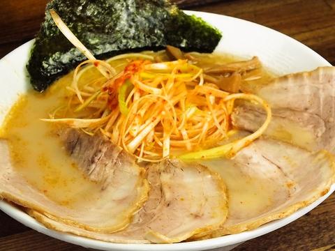 中太麺との相性バツグン!豚骨のうまみ凝縮スープ!