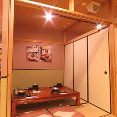 完全個室は全6タイプ御座います。繋げたり区切ったりする事で様々なニーズにお応えできます。何名様でも完全個室でお寛ぎ下さい