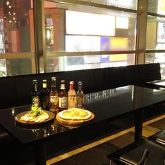 店内で一番大きな窓が付いているテーブル席!最大15名様まで一同にご案内可能ですので、大人数で過ごされたい方にオススメです!