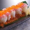 料理メニュー写真かにといくらのこぼれ寿司