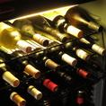 ワインセラーには様々な種類のワインのご用意があります。お好みやお値段などお気軽にお尋ねください。