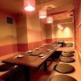 (7,8卓)こちらの写真は、10名様用の掘りごたつ個室です。ゆったりできる落ち着いた空間で紀州のおいしい料理とお酒をお楽しみください。串本漁港直送鮮魚やしゃぶしゃぶなどが味わえる、こだわりの飲み放題付コースは、全6品4,500円~ございます。なお、こちらの個室はご宴会コースのお客様のご利用が優先となります。