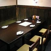 【テーブル個室】こちらは、接待などにおすすめの6名様までご利用いただけるテーブル個室です。テーブル席は靴を脱がずに利用できるので、女性のお客様も使いやすいお席。ぜひ、女子会やママ会などにもご利用ください。