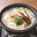 料理メニュー写真鶏と豆富の白湯小鍋