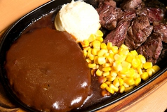 料理メニュー写真カットステーキとハンバーグステーキのコンビネーションステーキ