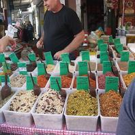 現地で買付けてきたスパイスや食材を味わえる!