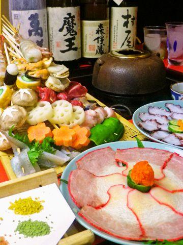 座敷でゆっくり味わう揚げたての天ぷら。季節の旬の食材を自分で揚げて楽しめます。