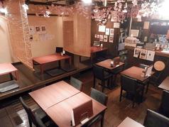 釜焼鳥本舗 おやひなや 佐賀駅北口店の雰囲気1
