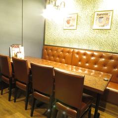 ゆったり広々ご利用いただけるテーブル席をご用意しております。女子会やママさん会などのグループ利用にもおススメです☆